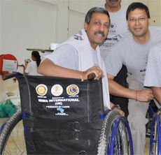 Satish (left) & Janesh (right) - Donation in Kenya 2009
